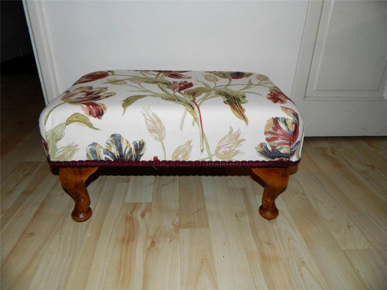 Klein Voetenbankje Small Footstool In Laura Ashley Gosford Cranberry Red