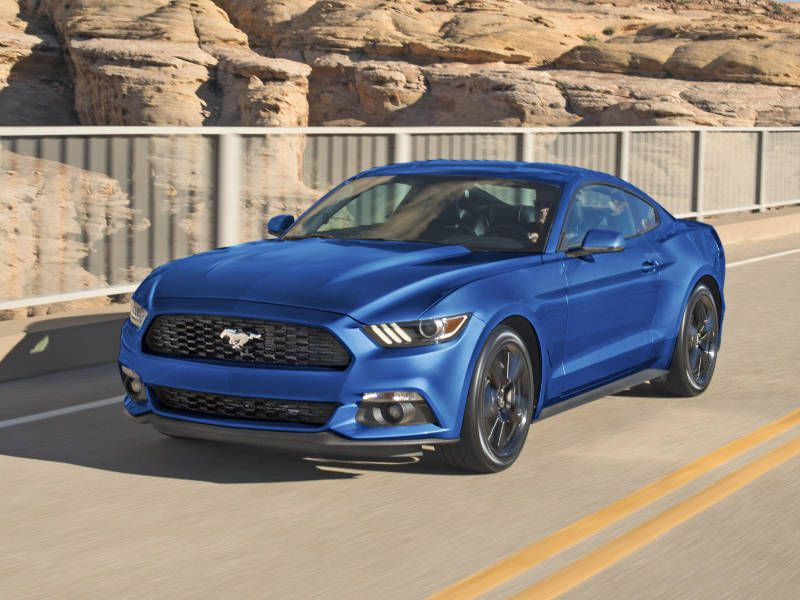 2017 Ford Mustang GT vs 2017 Dodge Challenger R/T Which is Best