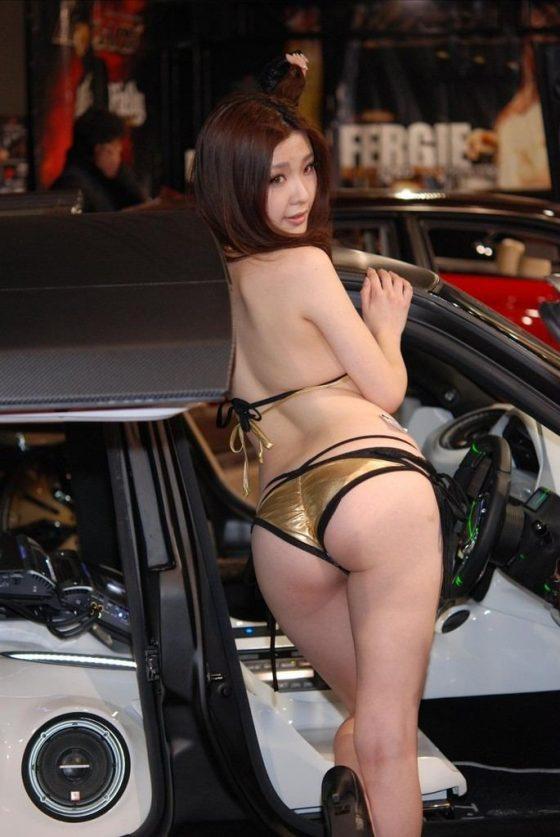 スケベ目線で見るなと言われても無理があるキャンギャル女子のエロ画像wwwww