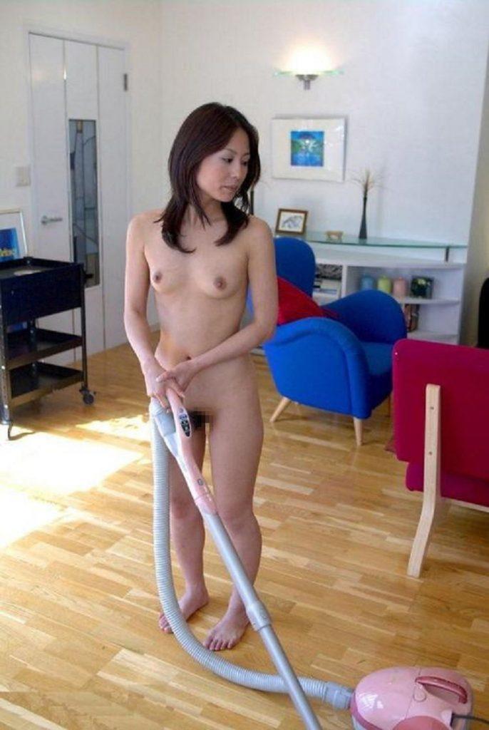 【H,エロ画像】ちょwww裸族で家事するやつwwwえろすぎwwww