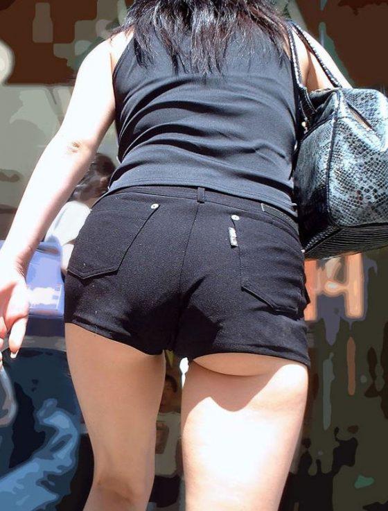 ホットパンツ・ショーパンからハミ出すお尻のエロさは異常wwwww(画像あり)