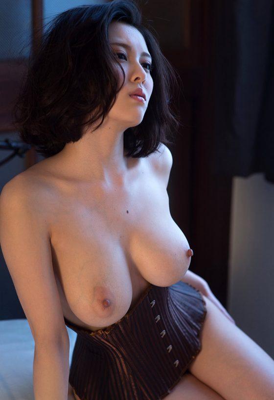 巨乳美女という最強スペック女子のエロ画像がコチラwwwww