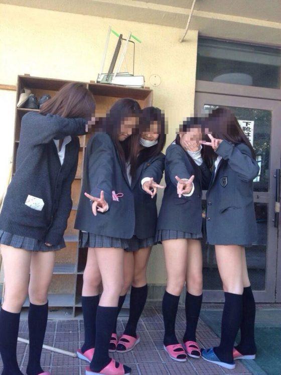 10代小娘の冬服の制服姿!ブレザーに生足ミニスカってクッソエロくね?wwwwwww(画像あり)