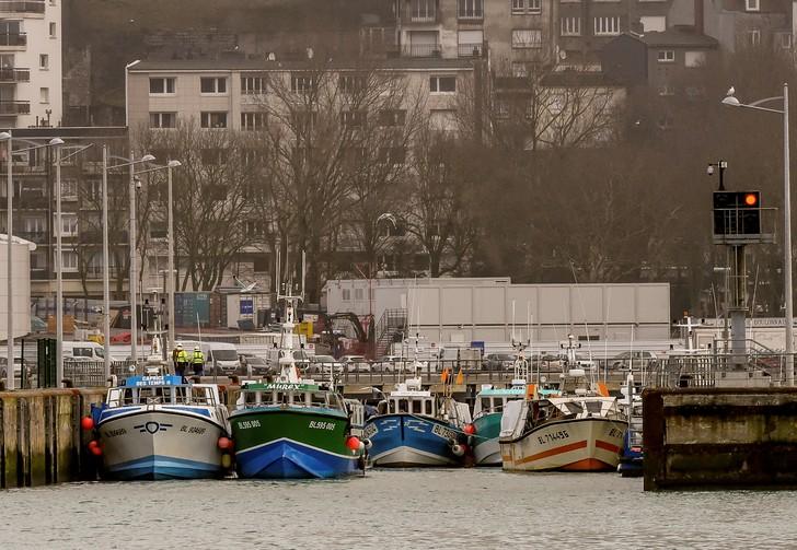 A Boulogne-sur-Mer, les pêcheurs dans la \