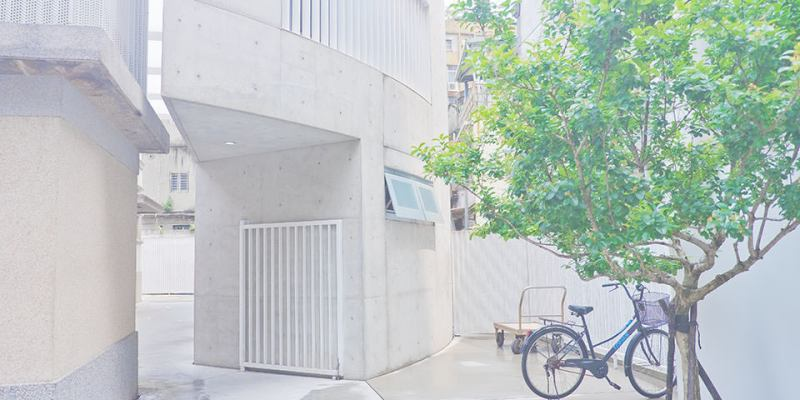 【台北】。龍山寺捷運日式古蹟與白牆清水模建築~文青拍照點!新富町文化市場