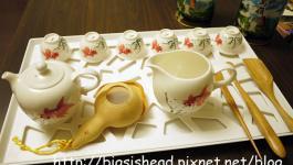 ●居家布置●擠燒的書本時鐘及假掰的瀝水盤當茶盤。喔!還有茶道課~~~