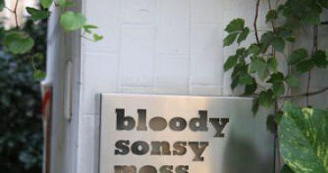 bloody sonsy moss - 沒放DM架還不知道它是家餐廳耶