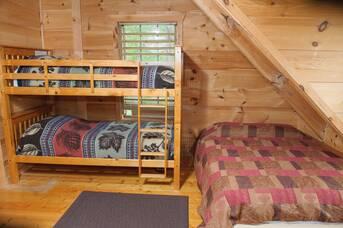 Upstairs Bedroom at Auburn Sky in Shagbark TN