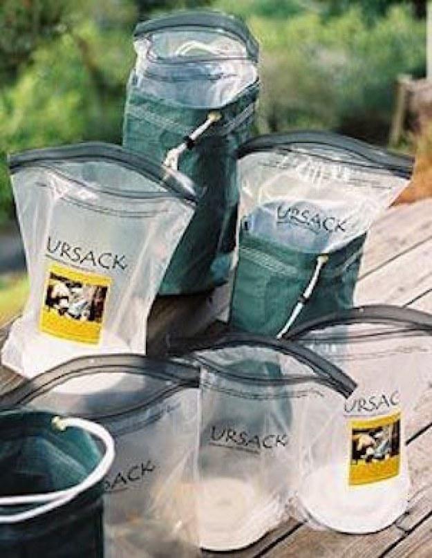 Estes sacos inodoros que manterá ursos na baía.