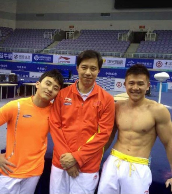 Left to right: Feng Zhe, Coach Wang Hongwei, and Chen Yibing.