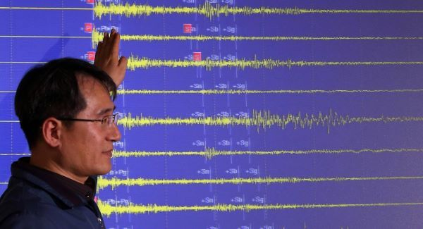 South Korean expert shows seismic waves from North Korea's third nuclear test.