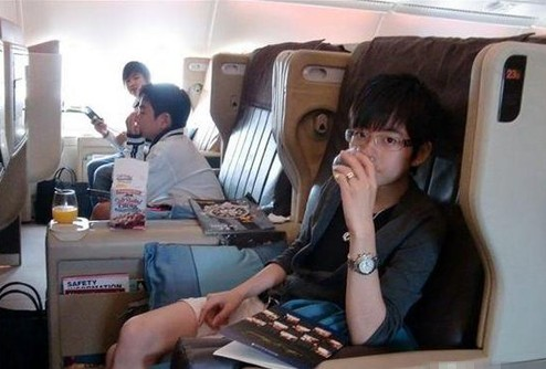 Zhang Jiale is on his jet.