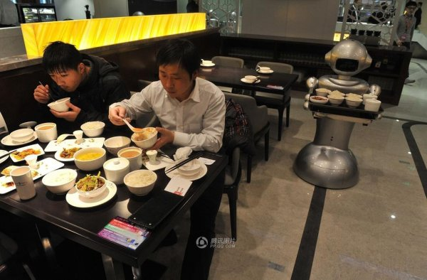Robot-Themed-Restaurant-Opens-in-Hefei-China-07