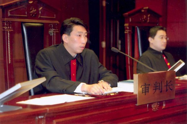 Chinese judges in court.