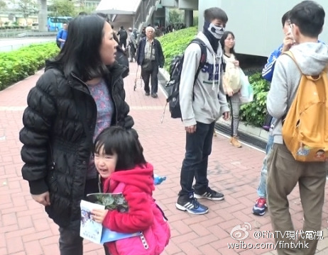 hong-kong-youth-protesters-beseige-curse-assault-mainland-tourists-04