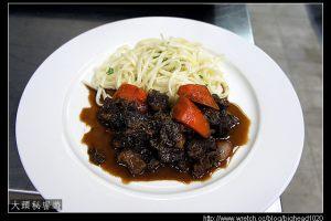 [西餐]主菜類 紅酒燴牛肉附奶油雞蛋麵