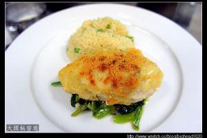 [西餐]主菜類 佛羅倫斯雞胸附青豆飯