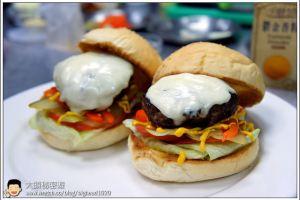 [西餐]漢堡類 義式莫札瑞拉乳酪甜椒漢堡