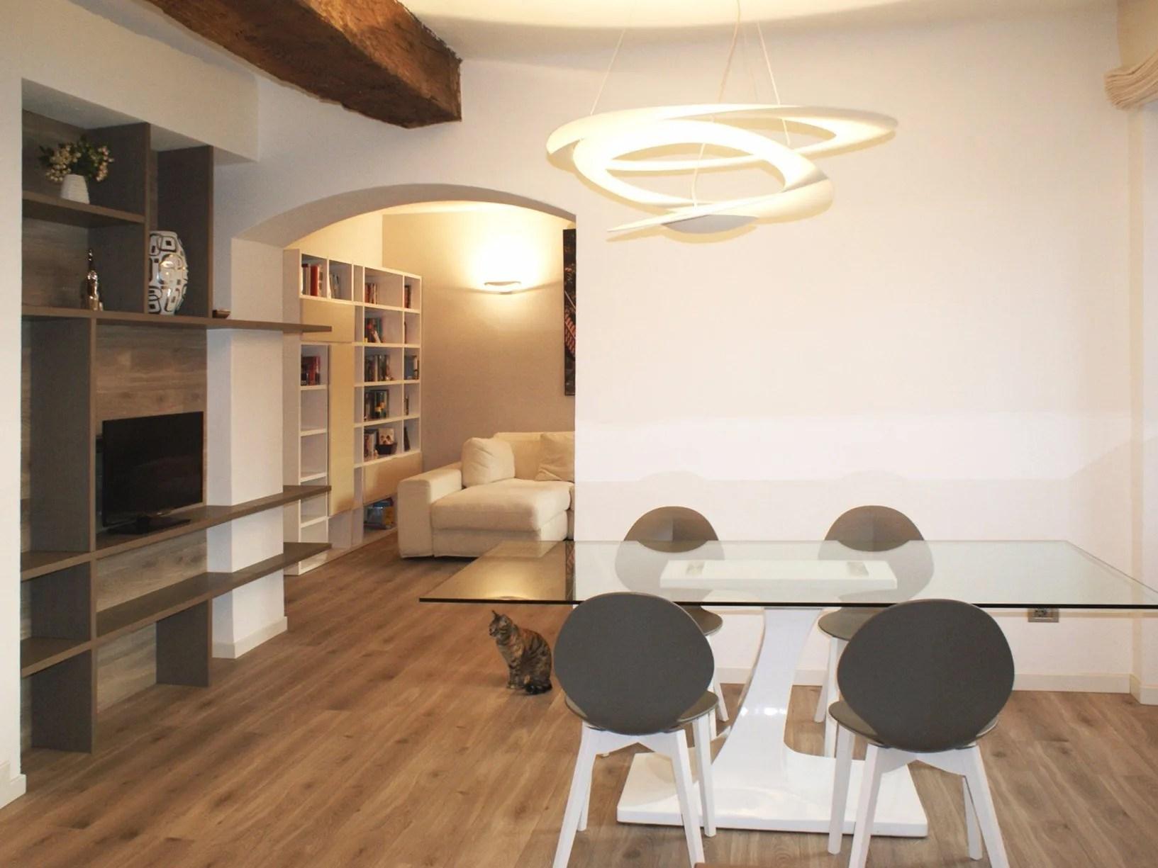 Illuminazione casa con travi a vista: come illuminare casa con travi