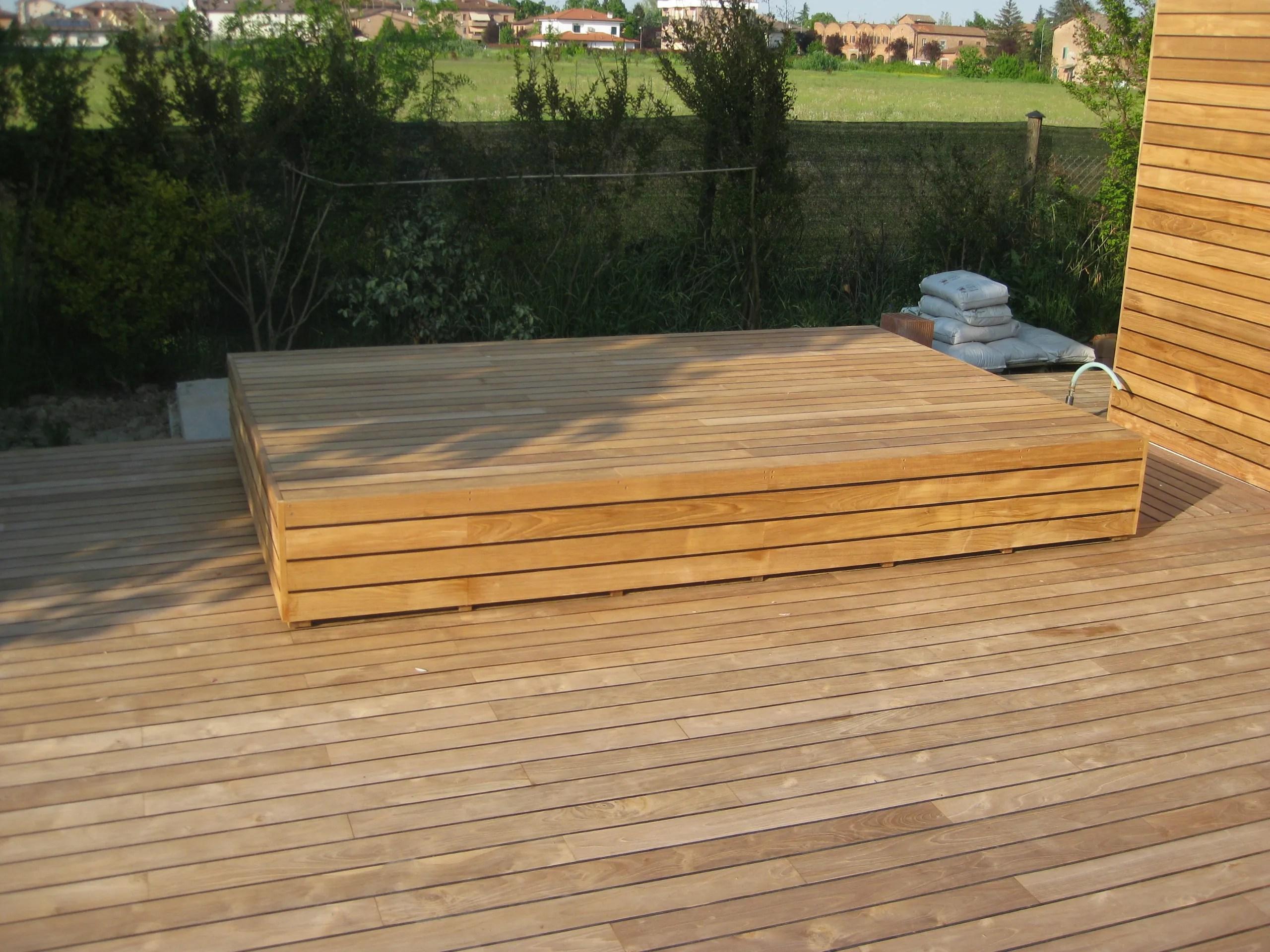 Piastrelle legno giardino listoni in legno per pavimenti e