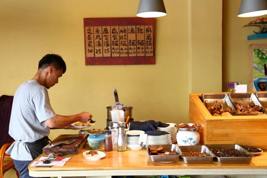 台南 心中是不是曾經有那麼一間麵,由衷的讓妳覺得感動?不是因為他的美味、環境,而是… 台南市中西區|小丰川