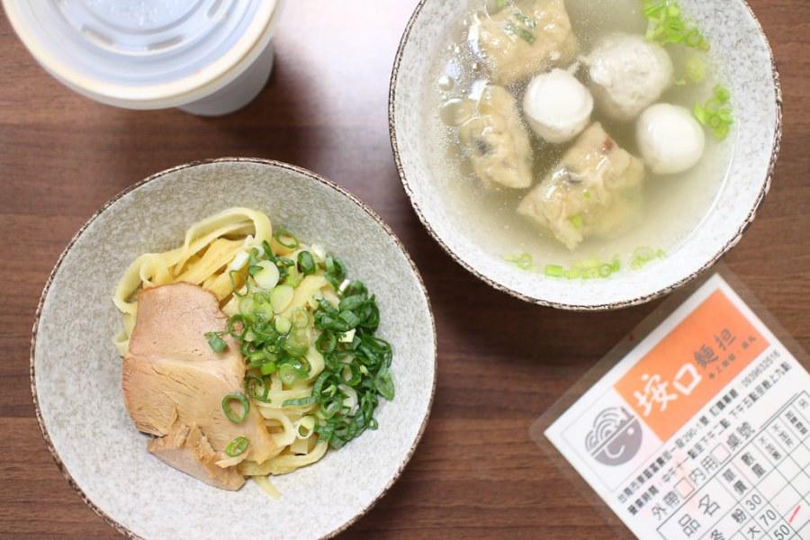 台南 生活在台南,就算是麵食也總是能發掘到新玩意兒,讓人吃了想叫安可的燕丸x口感特殊Q彈雞蛋麵 台南市東區|垵口麵担