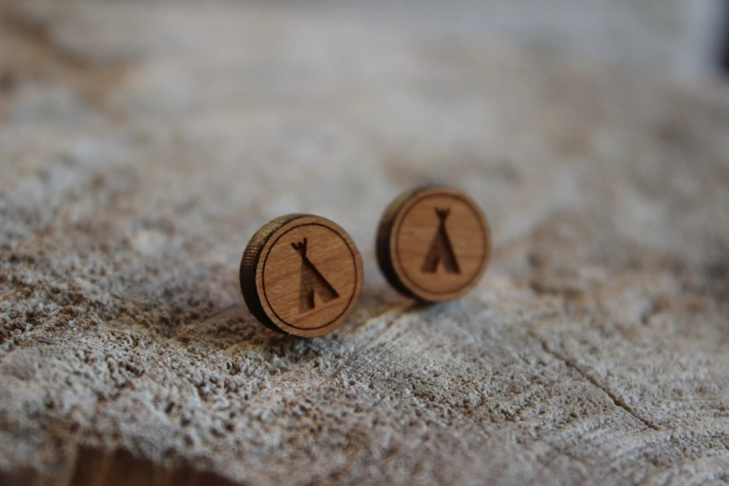 Puce Bois Mignonnes Puces En Bois Tipi Cute Studs Earrings Wood