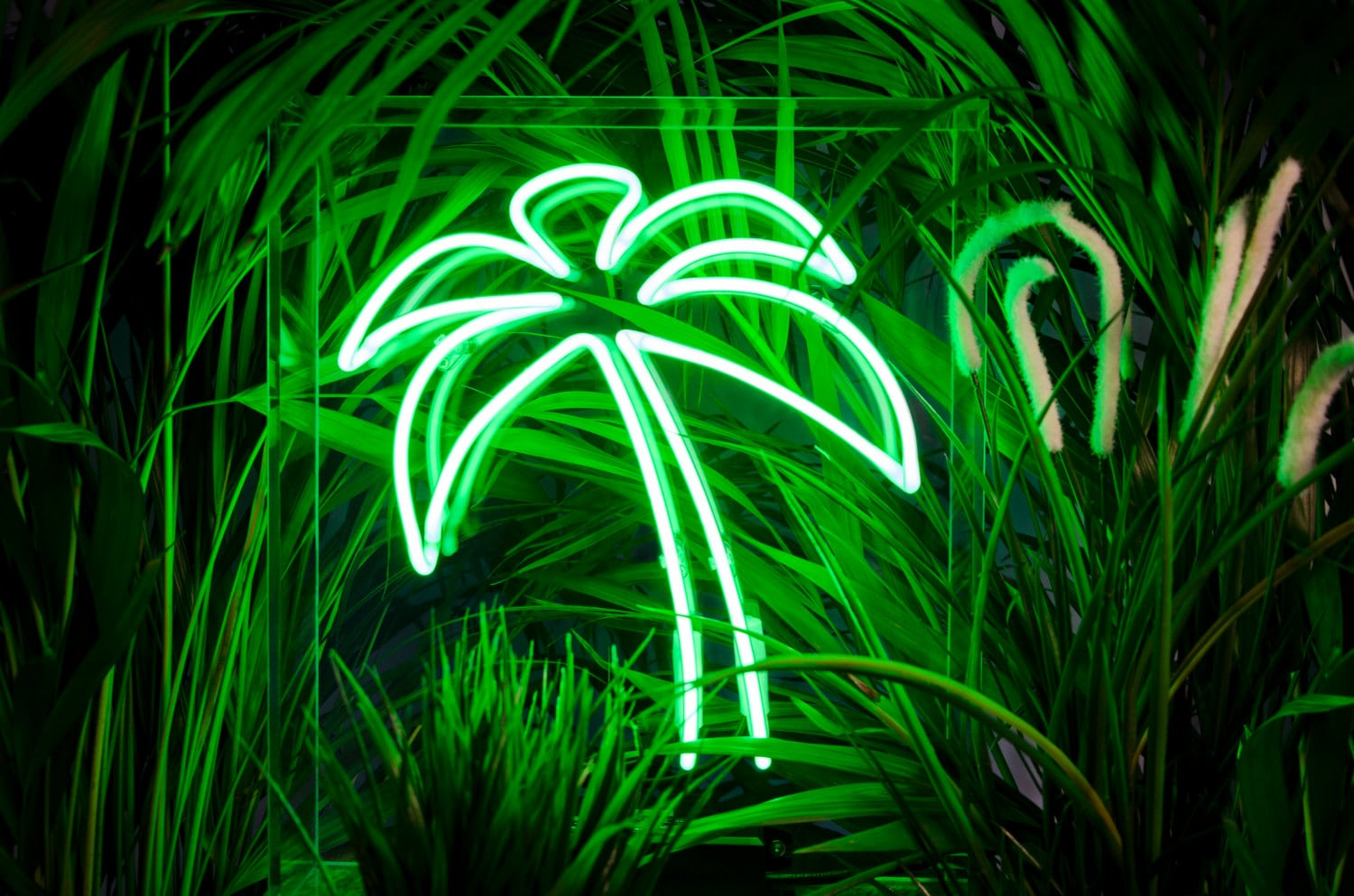 Syngs Palm Tree Neon Light Freestanding Neon Sign