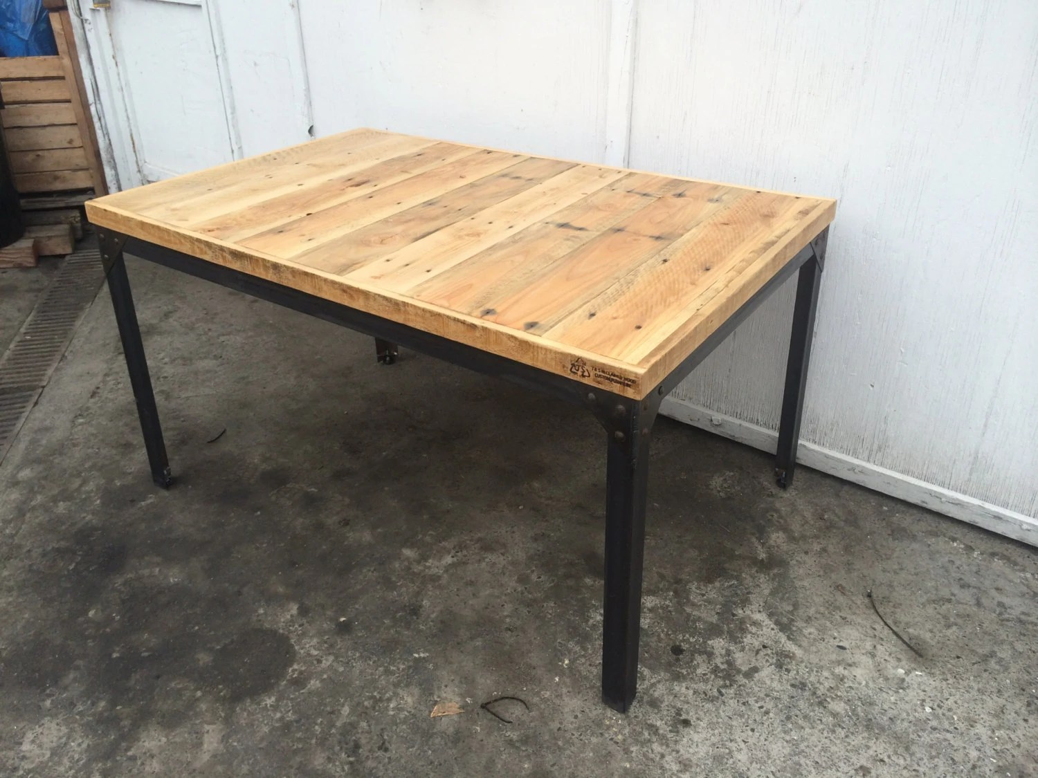 Salon De Jardin Ampm Pine Pallet Wood Dining Table With Hand Welded Steel Base With