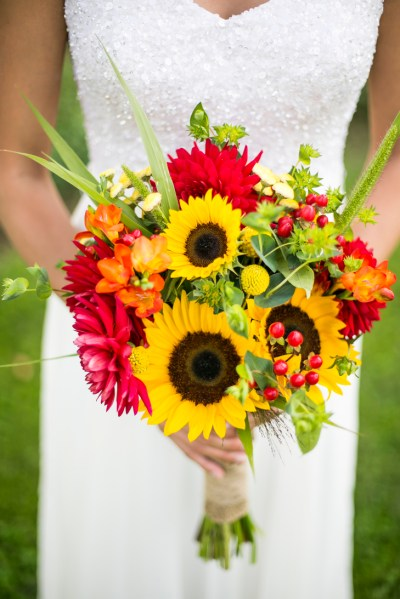 Warmth and Happiness: 20 Perfect Sunflower Wedding Bouquet ...