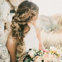 Best Beach Wedding Hairstyles: Tips and Ideas - EverAfterGuide