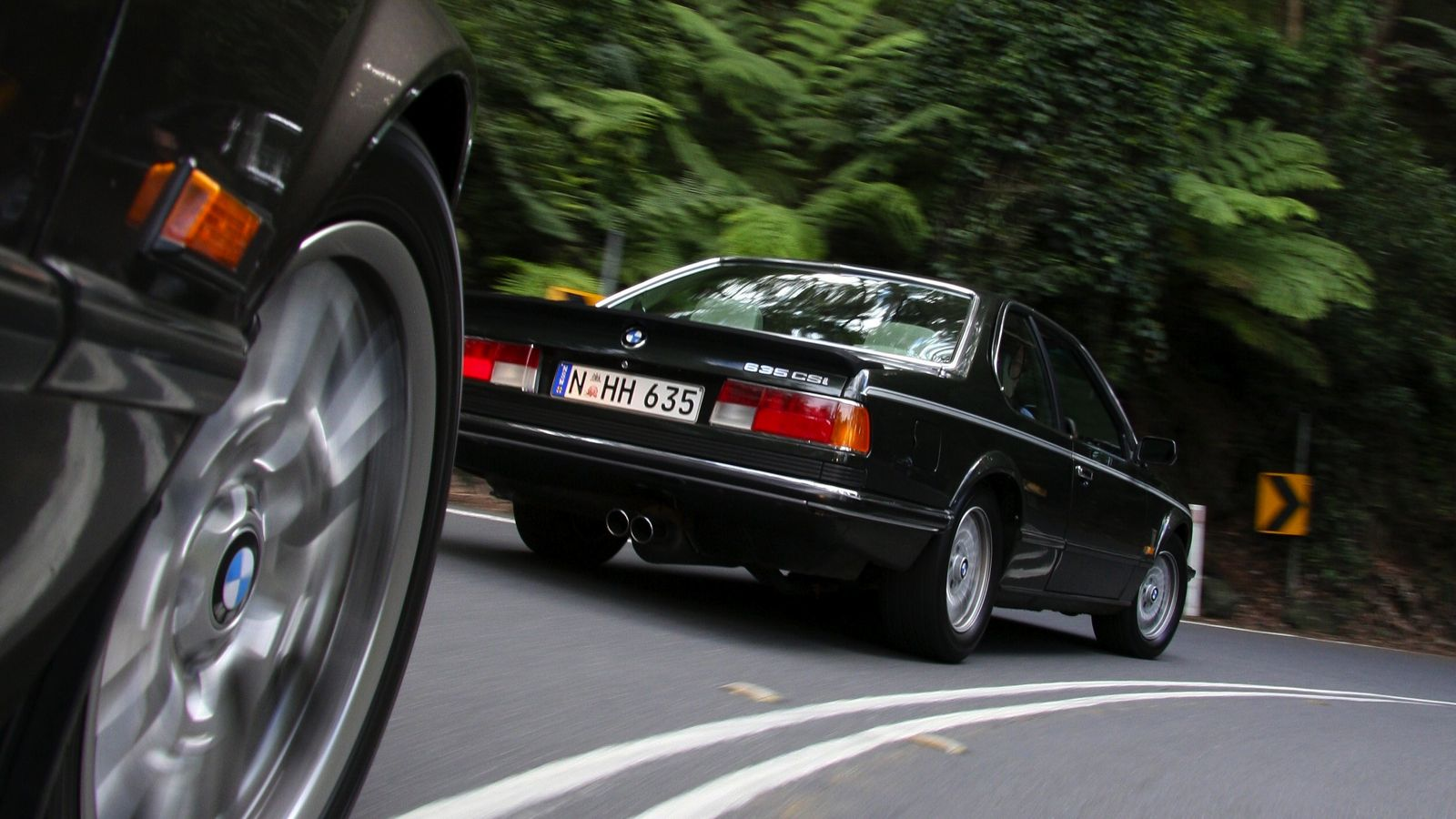 Police Car Chase Wallpaper Your Ridiculously Cool Bmw 635 Csi Wallpaper Is Here