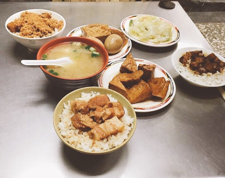 【 石牌捷運站 | Shipai 】 台南滷三塊 | Tainan Braised Pork | 深夜食堂 | 小吃