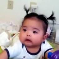 【おもしろ】おならっぽい音で驚く赤ちゃんがおもしろすぎるw