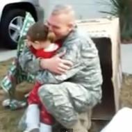 【おもしろ】戦争から帰ってきた夫が家族にサプライズ帰還