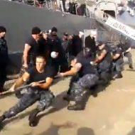 【衝撃映像】アメリカ海兵VSロシア海兵 ちきちき綱引き対決~