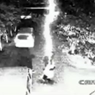 【奇跡映像】雷に二回連続で当たる奇跡を起こした男性w
