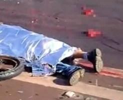 【グロ動画:事故】悲惨なバイク事故・・・死体の周りには肉片と内臓が散乱・・・