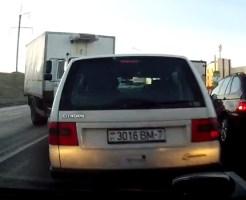 【衝撃映像:車】これが噂の逆玉突き事故wこんなもん避けれるわけが無い