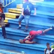 【グロ動画:サッカー】ファンの喧嘩で大乱闘・・・意識不明重傷者多数