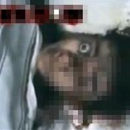 【グロ動画】背後から頭を撃たれた子供・・・衝撃で目玉が飛び出る