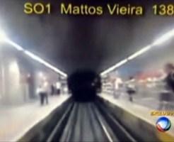 【閲覧注意】電車運転手目線の飛び込み自殺・・・これ押されてる!!