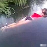 【グロ:死体】下着姿の美少女の水死体が流れてきた・・・