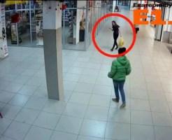 【喧嘩】ショッピングモールで美女を二人でフルボッコ!