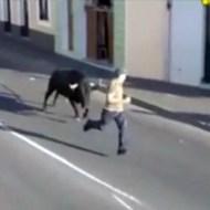 【衝撃映像】闘牛に後ろから猛タックルを食らったらこうなる・・・