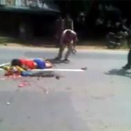 【グロ動画】母親の運転で事故・・・子供二人が目の前で死体に・・・
