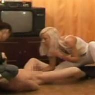 【逆レイプ】美女二人に殴られながら犯される逆レイプ(ご褒美)