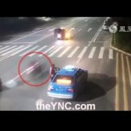 【事故映像】風を感じすぎたバイカーが一瞬で死体に・・・