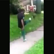 【クズ畜生】猫を蹴り飛ばすクズ黒人映像・・・蹴った後ニヤニヤしながらドヤ顔