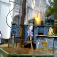 【閲覧注意】労働者が感電・・・電気が流れ燃え続ける・・・